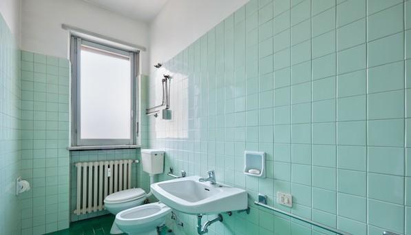 C mo cubrir azulejos antiguos sin obra for Cubrir azulejos bano